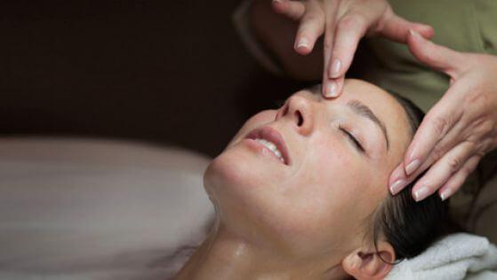 Точечный массаж головы от боли