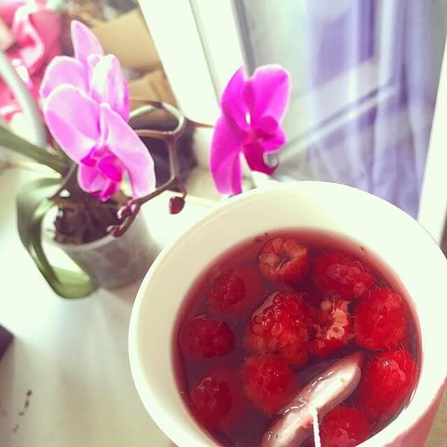 Чай с малиной от головной боли и насморка