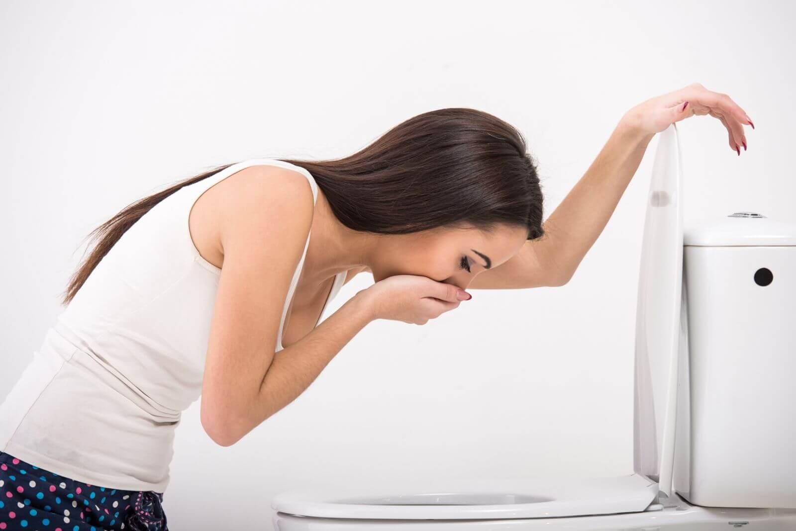 Боли в голове, тошнота и диарея: возможные причины и лечение