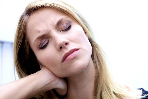 Из-за чего болит голова в затылке и как ее лечить