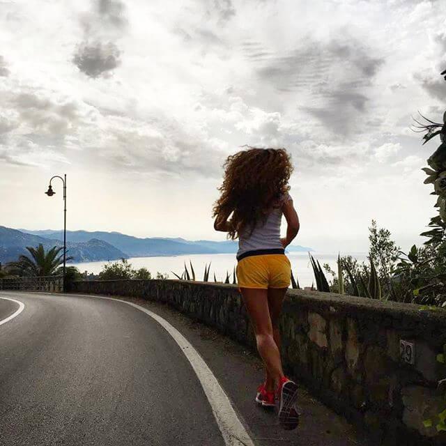 Причины возникновения головной боли после бега и эффективные методы ее устранения