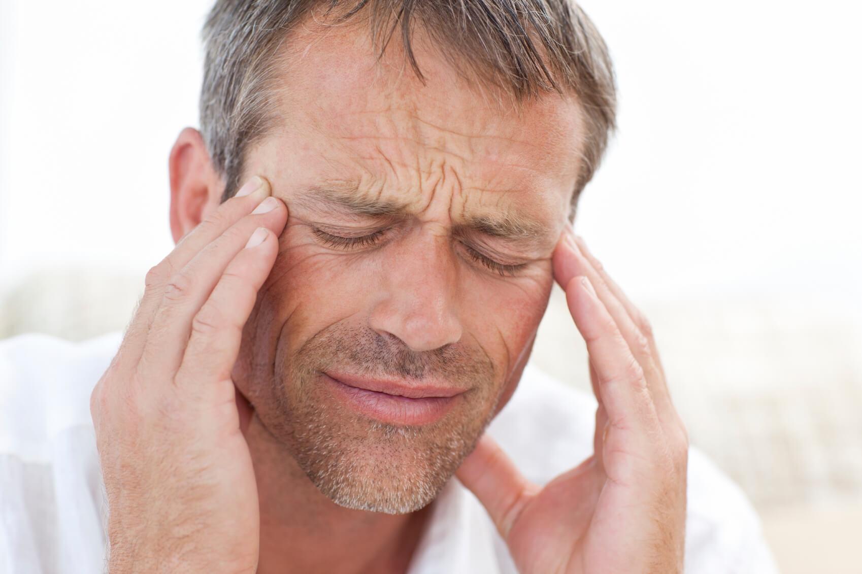Почему возникает головная боль при кашле, и как с ней бороться