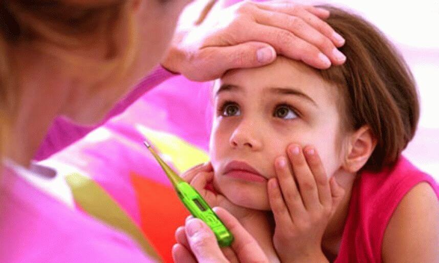 Как можно помочь ребенку, когда у него головная боль и температура