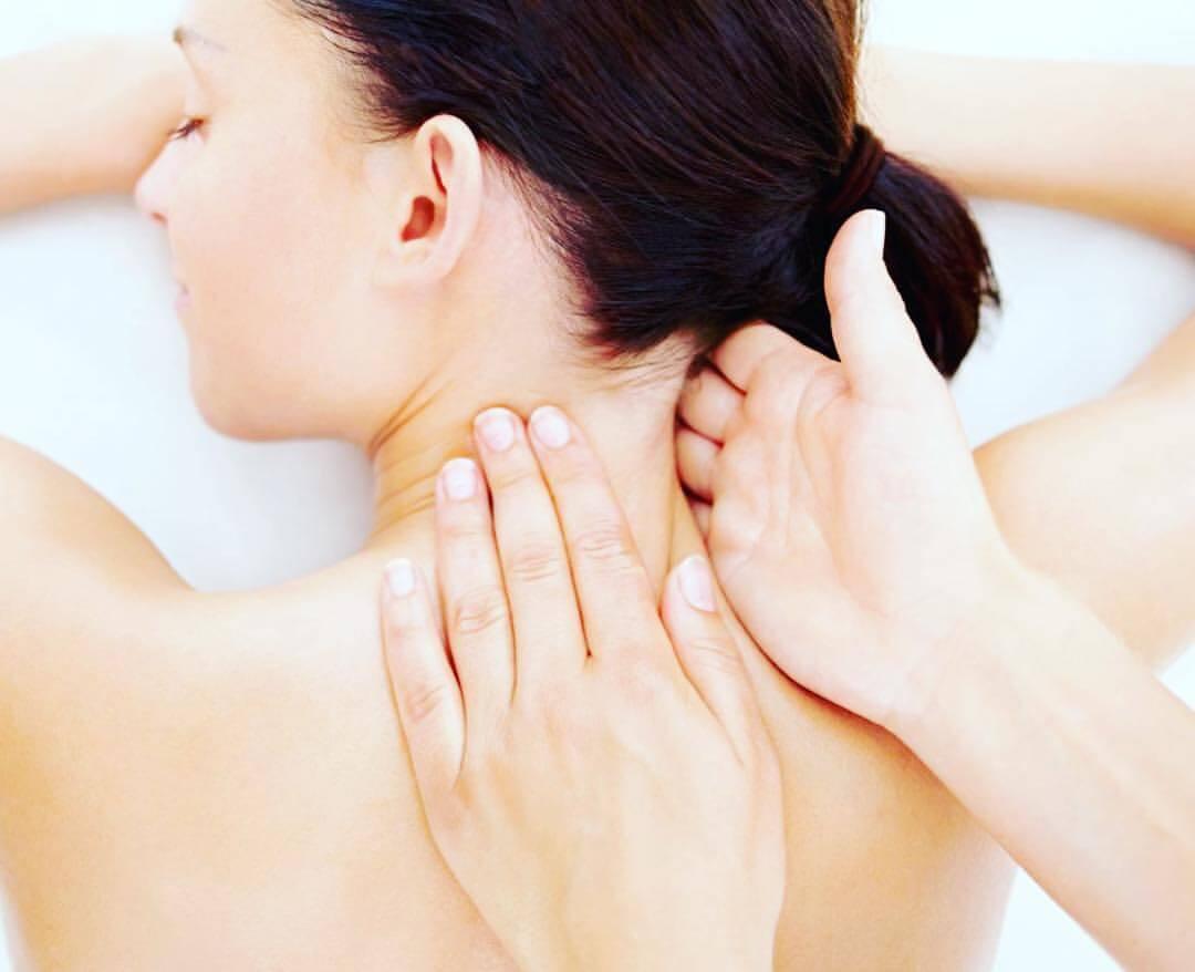 Боль в области шеи провоцирует мигренозное состояние