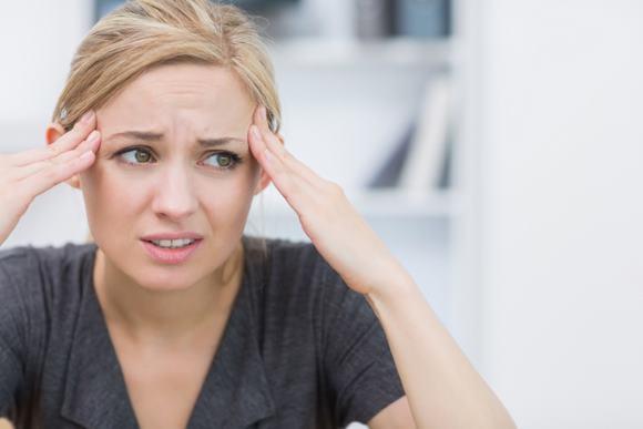 Что делать, когда болит голова в висках и тошнит