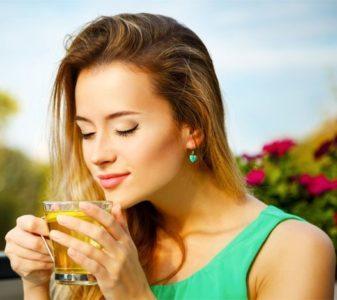 Помогает ли чай от головной боли?