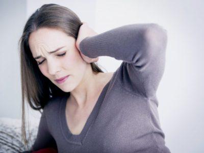 Почему болит голова при отите?