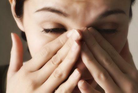 Болит голова в области бровей при насморке