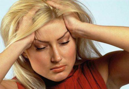 Давящая боль в голове — причины появления и лечение