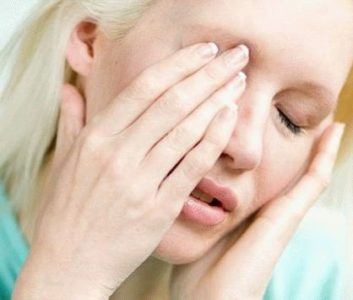 Почему возникают боли в голове и глазах: выявляем причину и способы лечения