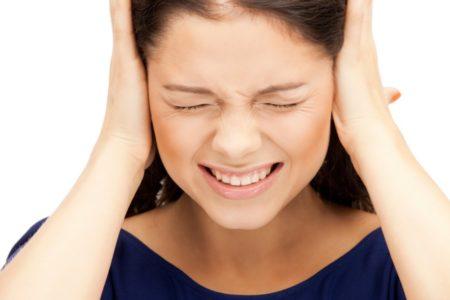 Болит ухо и голова — в чем дело